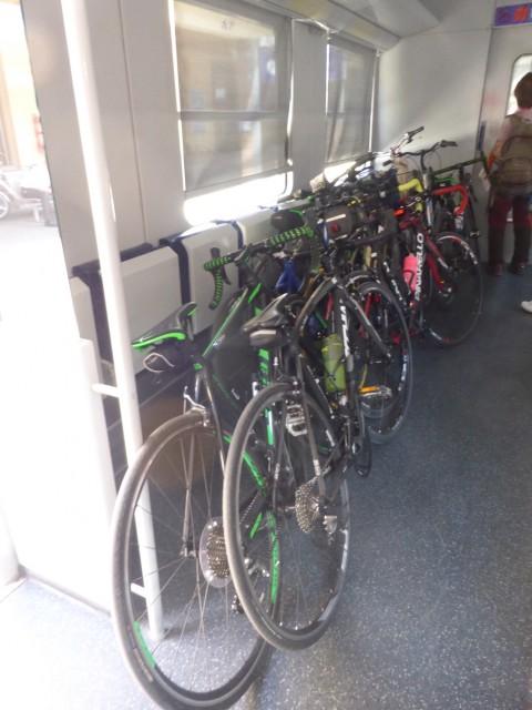 帰りは、自転車を列車に乗せて