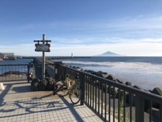 日本海に浮かぶ利尻岳