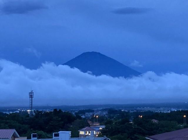 帰り御殿場アウトレットからの富士山、反対側と西側一部を走行しました。